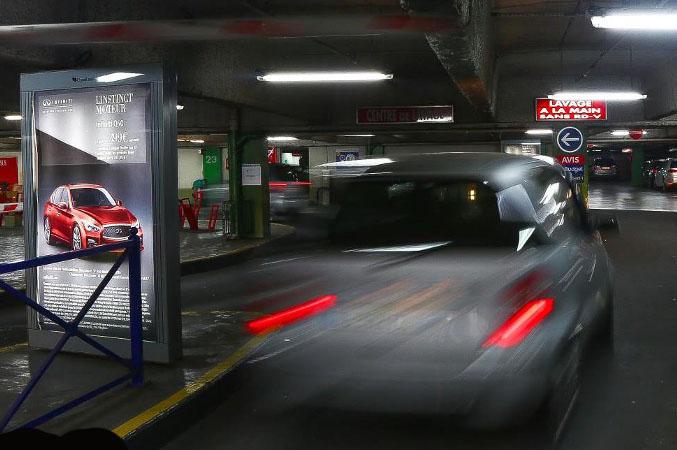 panneaux d'affichages parking, campagne publicitaire, affichage publicitaire